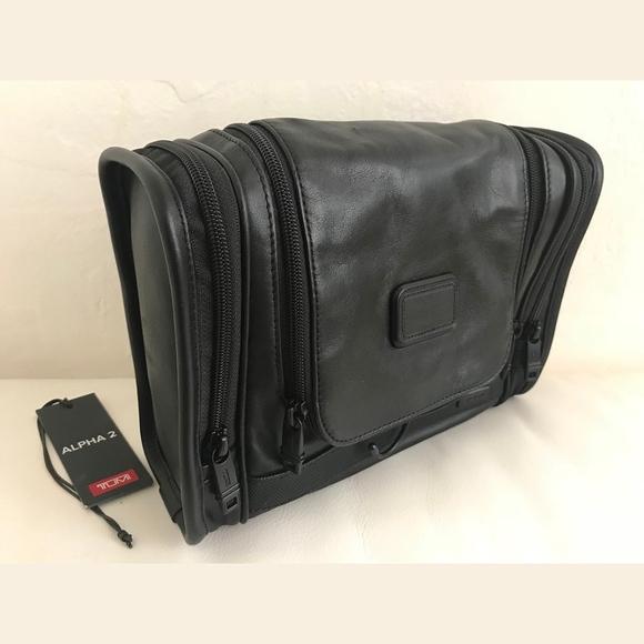 TUMI ALPHA 2 - Hanging Leather Travel Kit e4c34e7ad1dd2